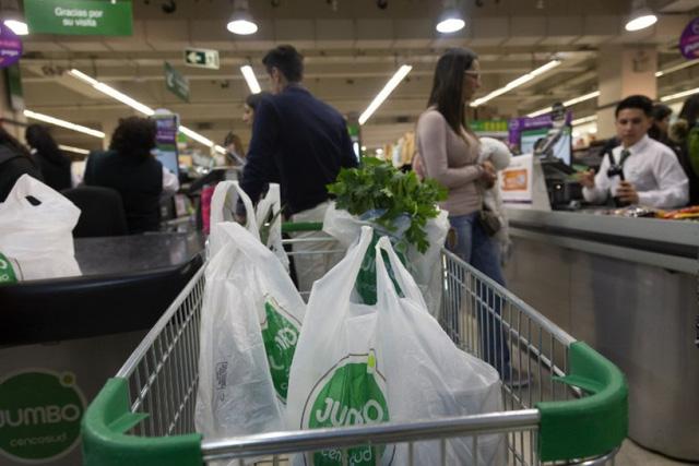 Chile chính thức cấm sử dụng túi nilon trên toàn quốc - Ảnh 1.