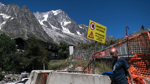 Italy sơ tán người dân do nguy cơ vỡ sông băng Planpincieux - Ảnh 1.