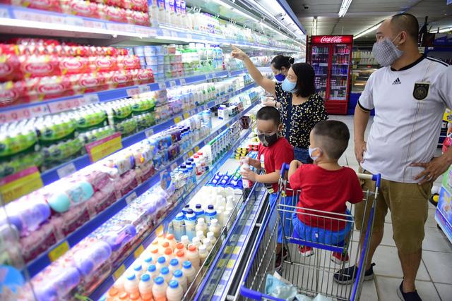 Doanh nghiệp sữa chạy đua, khách   hàng đắc lợi - Ảnh 1.