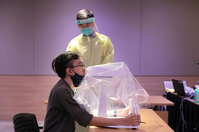 Robot lấy mẫu xét nghiệm COVID-19 nhanh và an toàn - Ảnh 1.