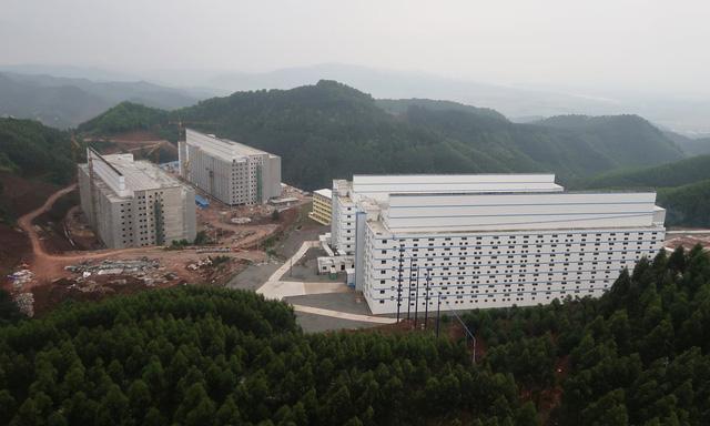 Trang trại nuôi lợn cao 9 tầng ở Trung Quốc - Ảnh 1.