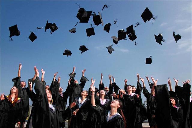 Thái Lan chi 625 triệu USD hỗ trợ việc làm cho sinh viên mới tốt nghiệp - Ảnh 1.