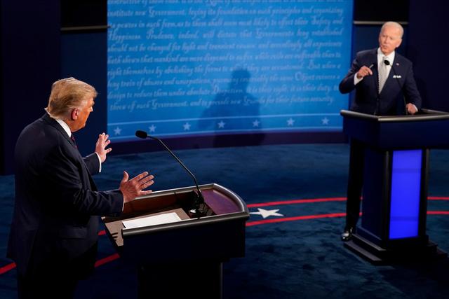 Trump - Biden tranh luận nảy lửa về chống dịch COVID-19 - Ảnh 1.