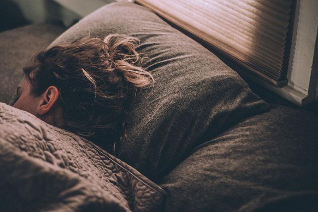 Phát hiện tế bào thần kinh đóng vai trò quan trọng trong điều chỉnh giấc ngủ - Ảnh 1.