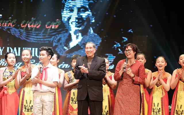 Đêm nhạc xúc động ở tuổi 91 của nhạc sĩ Phạm Tuyên - Ảnh 1.