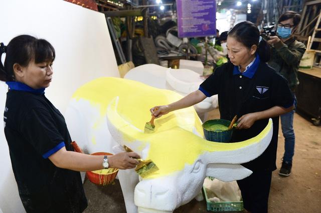 Vào hậu trường chế tác linh vật cho đường hoa Nguyễn Huệ 2021 - Ảnh 2.