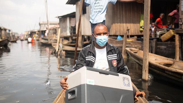 Ứng dụng công nghệ Mặt Trời trong việc phân phối vaccine ở châu Phi - Ảnh 1.