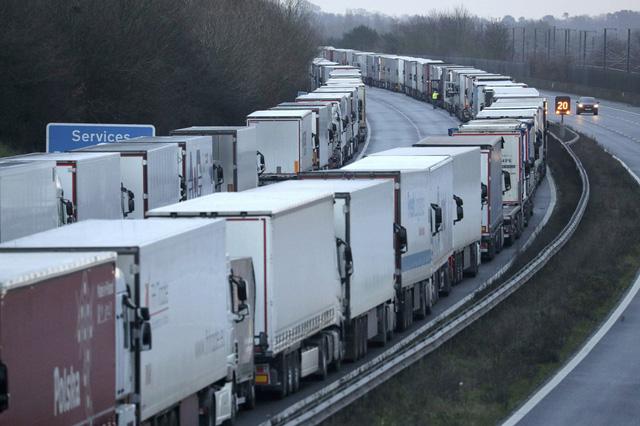 Giá cước tăng vọt, nhiều nhóm vận tải từ chối chuyển hàng hóa từ Pháp sang Anh - Ảnh 1.