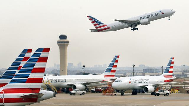 Giá vé máy bay ở Mỹ rớt xuống thấp nhất trong vòng 2 thập kỷ - Ảnh 1.