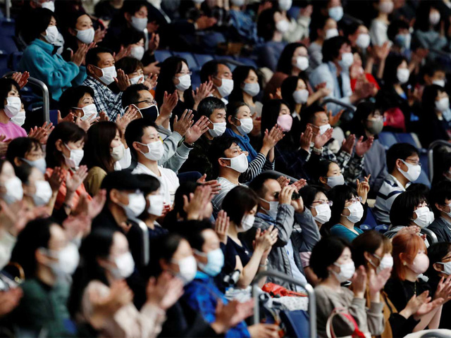 Xem Olympic giữa mùa COVID-19, người hâm mộ đối mặt các lệnh cấm éo le - Ảnh 1.