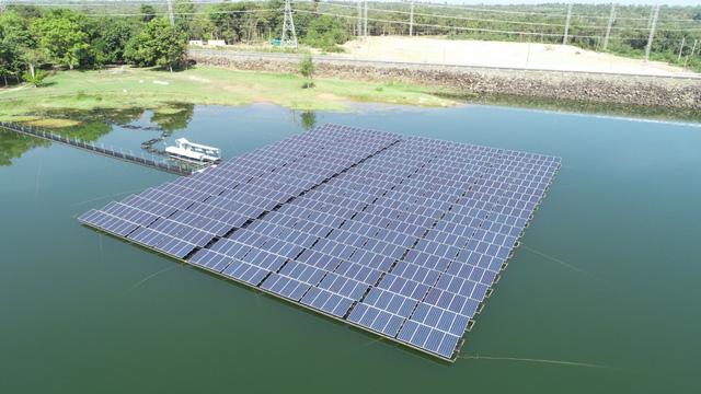 Trang trại điện Mặt Trời nổi lớn nhất ở Thái Lan - Ảnh 1.