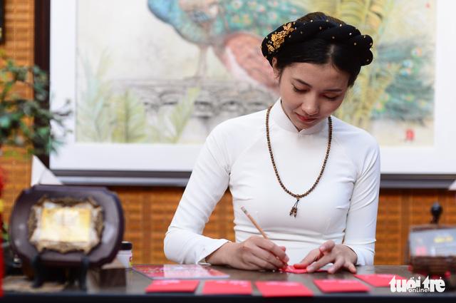 Văn nghệ sĩ diện áo mới du xuân lễ hội Tết Việt Tân Sửu 2021 - Ảnh 4.