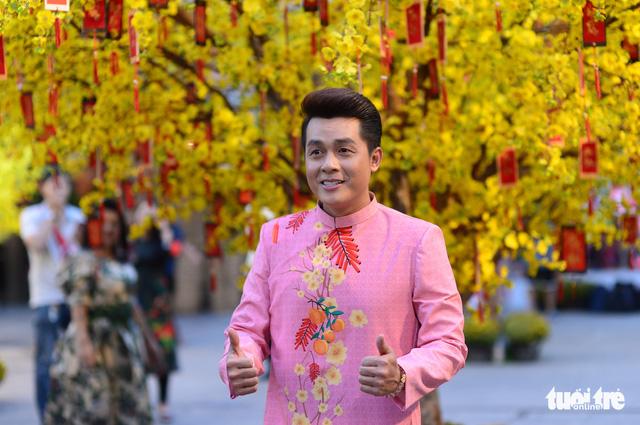 Văn nghệ sĩ diện áo mới du xuân lễ hội Tết Việt Tân Sửu 2021 - Ảnh 9.