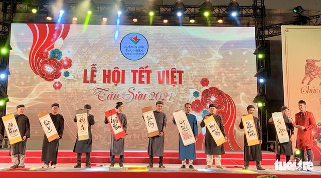 Văn nghệ sĩ diện áo mới du xuân lễ hội Tết Việt Tân Sửu 2021 - Ảnh 8.