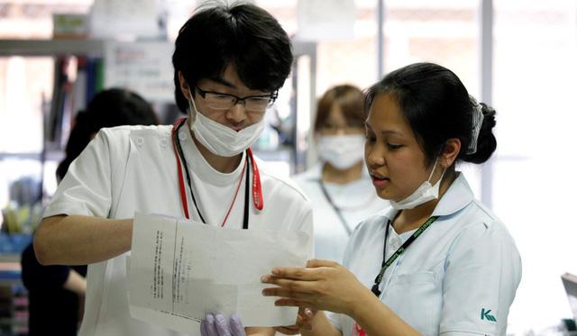 Nhật Bản hỗ trợ lao động chuyển việc sang ngành điều dưỡng - Ảnh 1.
