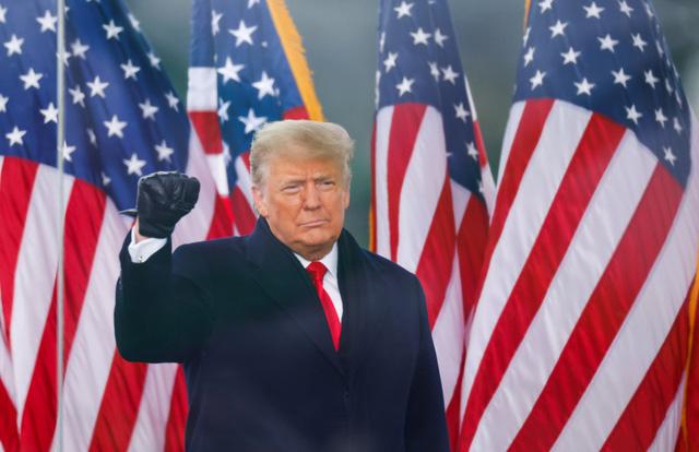 Nóng: Ông Trump xuất hiện, phát biểu ở cuộc tuần hành Cứu lấy nước Mỹ - Ảnh 1.