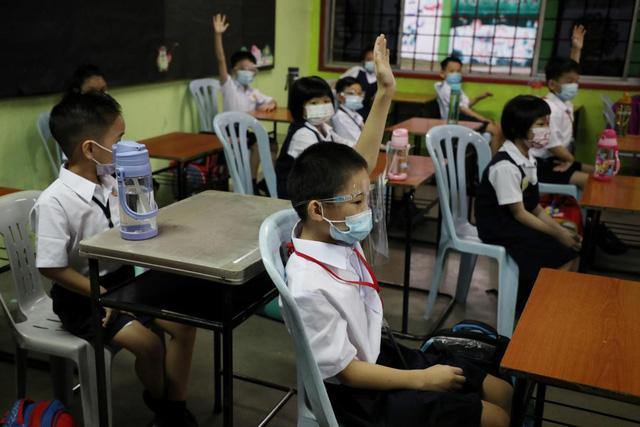 Mới có hơn 50% trường học toàn cầu mở lại lớp học trực tiếp - Ảnh 1.