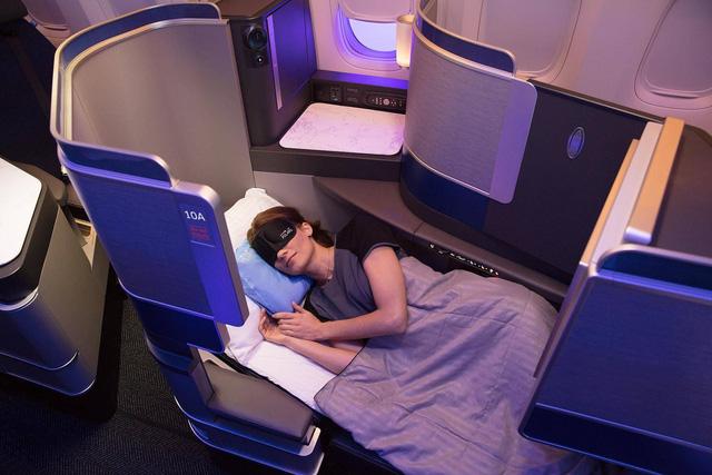 Cắt giảm khí thải carbon, các hãng hàng không sụt giảm lượng khách - Ảnh 1.