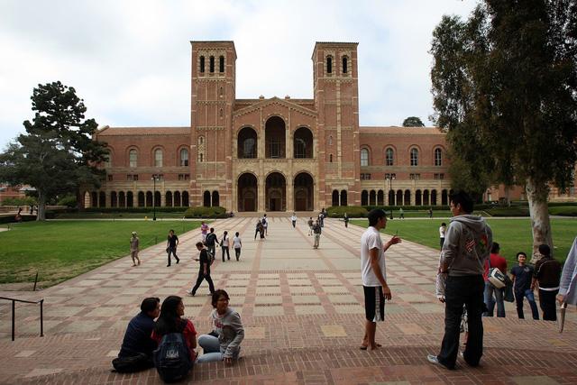 Chính phủ Mỹ thúc đẩy chương trình xóa nợ cho sinh viên - Ảnh 1.