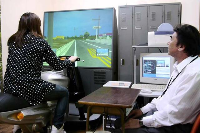 Kobunsha xuất bản sách hướng dẫn người Việt thi lấy bằng lái xe máy ở Nhật Bản - Ảnh 1.