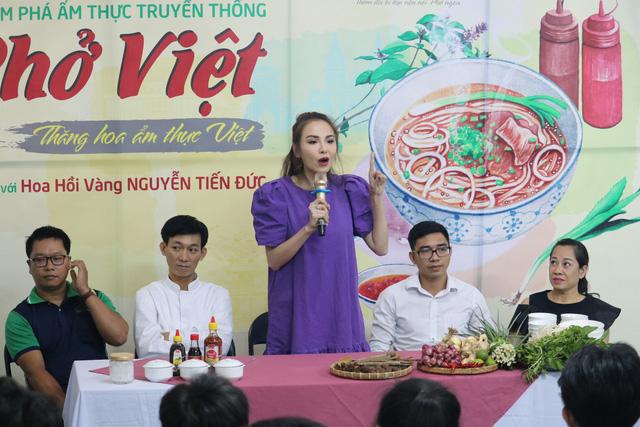 Sinh viên Việt Giao tiếp lửa từ Hoa hồi vàng và hoa hậu - Ảnh 3.