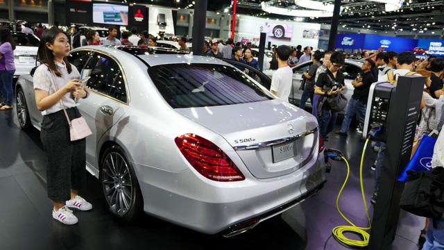 Thái Lan cho phép đấu giá biển số ô tô mang tên người - Ảnh 1.