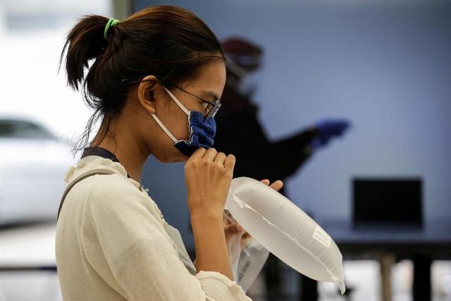 Indonesia phát hiện virus SARS-CoV-2 qua máy dò hơi thở tại các ga tàu - Ảnh 1.