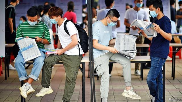Tỉ lệ thất nghiệp vượt 13%, giới trẻ Trung Quốc chật vật tìm việc làm - Ảnh 1.