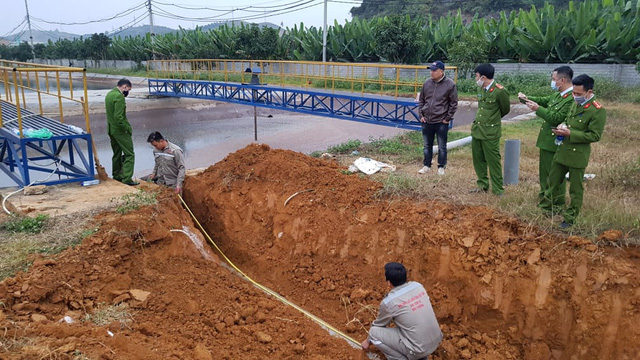 Vụ đào cống xả nước thải xuống hang ngầm: phạt doanh nghiệp hơn 1,2 tỉ đồng - Ảnh 1.