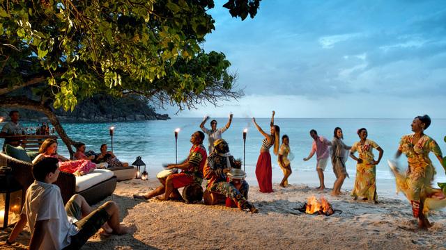 Nước đầu tiên trên thế giới mở cửa du lịch quốc tế nhờ đạt miễn dịch cộng đồng - Ảnh 1.
