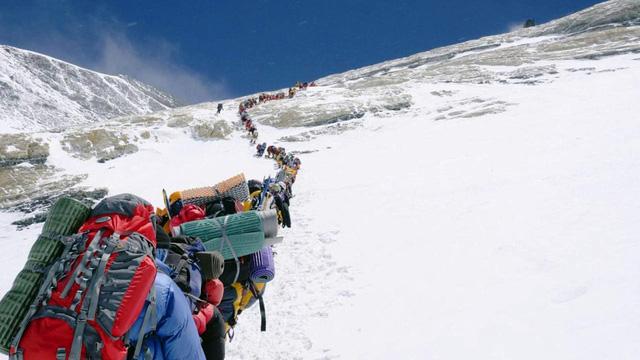 Nepal nới lỏng quy định cách ly trước mùa leo núi Everest - Ảnh 1.