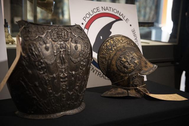 Bảo tàng Louvre tìm lại được bộ giáp quý sau gần 40 năm lưu lạc - Ảnh 1.