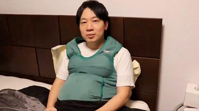 Nam nghị sĩ Nhật Bản đeo bụng bầu giả để thấu hiểu nỗi khổ của phụ nữ - Ảnh 1.
