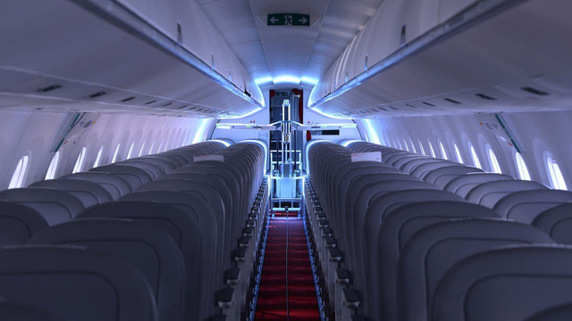 Thụy Sĩ thử nghiệm robot khử trùng trên các máy bay chở khách - Ảnh 1.
