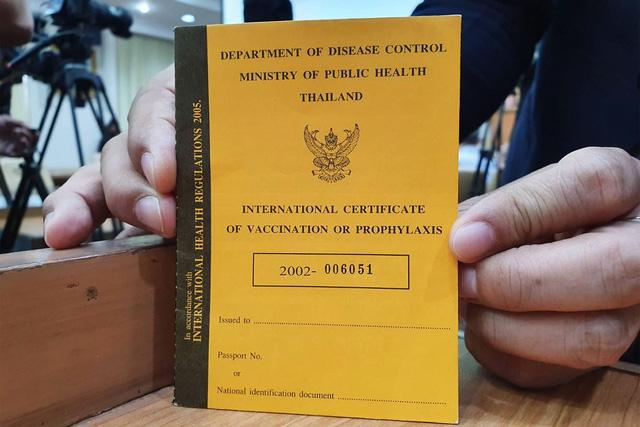 Thái Lan thông qua việc cấp hộ chiếu vaccine - Ảnh 1.