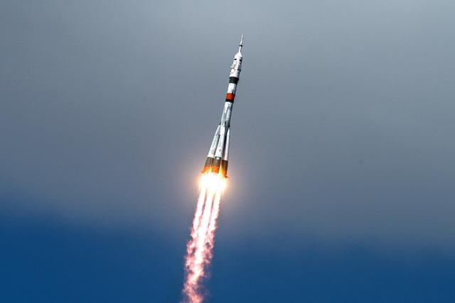 Nga phóng thành công chùm vệ tinh Internet và liên lạc của Anh lên quỹ đạo Trái Đất - Ảnh 1.
