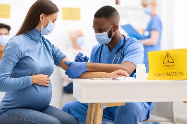 Tây Ban Nha đón em bé sơ sinh đầu tiên có lá chắn virus SARS-CoV-2 - Ảnh 1.