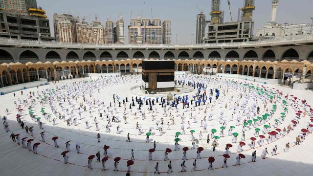Saudi Arabia: Người miễn dịch với COVID-19 được hành hương đến Mecca - Ảnh 1.