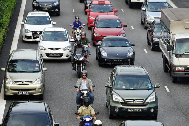 Singapore thắt chặt kiểm soát tiếng ồn và khí thải của phương tiện giao thông - Ảnh 1.