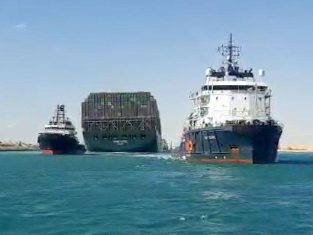 Ai Cập thông qua kế hoạch mở rộng kênh đào Suez - Ảnh 1.