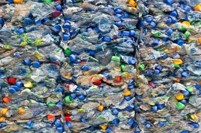 Biến rác thải nhựa thành nhiên liệu máy bay trong 1 giờ - Ảnh 1.