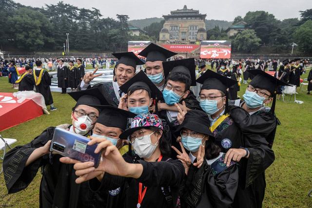 Sinh viên nước ngoài ở Nhật Bản săn việc trực tuyến mùa dịch - Ảnh 1.