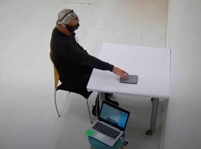 Lần đầu tiên khôi phục thành công một phần thị giác người khiếm thị - Ảnh 1.