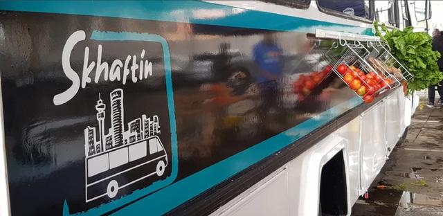 Xe buýt tạp hóa hỗ trợ người thu nhập thấp tại Nam Phi - Ảnh 1.