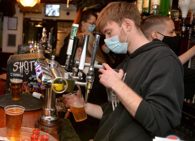 Anh: Số ca tử vong vì lạm dụng đồ uống có cồn cao kỷ lục khi áp dụng lệnh phong tỏa - Ảnh 1.