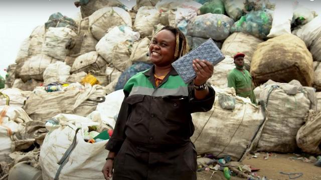 Biến rác thải nhựa thành gạch xây nhà - Ảnh 1.