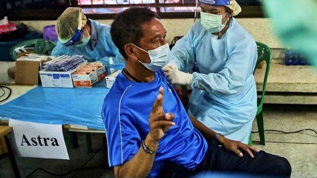 Người nước ngoài cư trú dài hạn tại Thái Lan sẽ phải mua bảo hiểm COVID-19 - Ảnh 1.