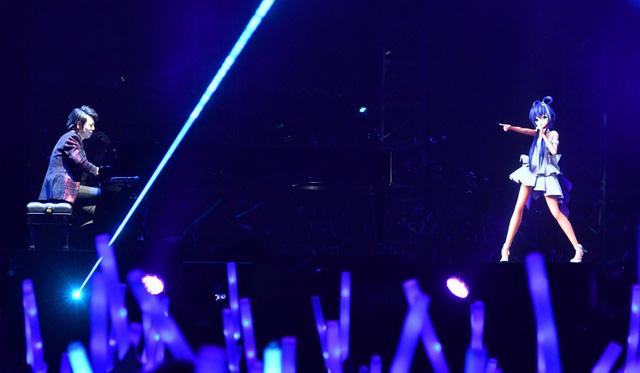 Ca sĩ ảo – cơn gió lạ của ngành giải trí tỷ đô ở Trung Quốc - Ảnh 1.