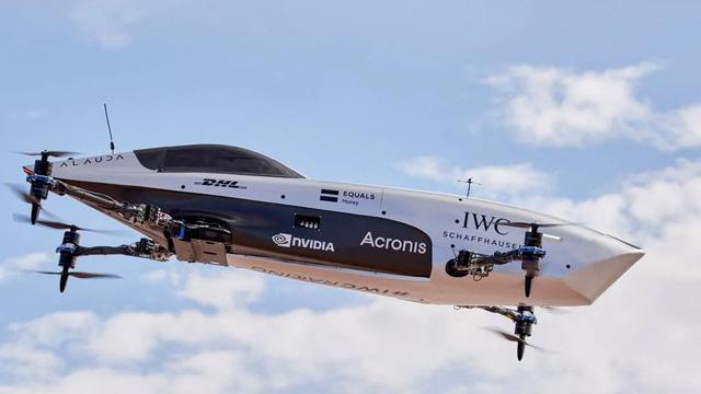Ô tô đua bay đầu tiên trên thế giới tăng tốc như xe Công thức Một - Ảnh 1.