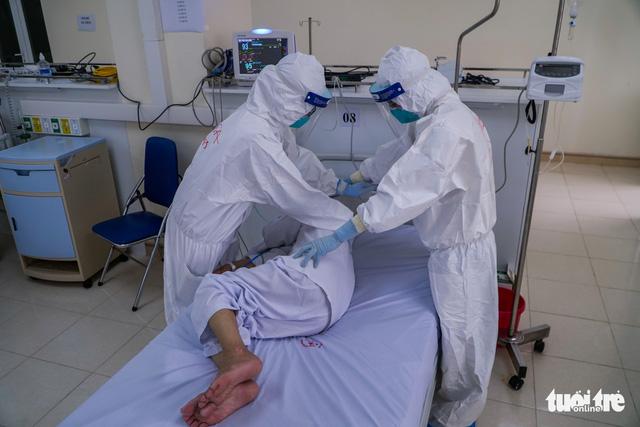 Bệnh nhân 17 tuổi mang thai 30 tuần mắc COVID-19 rất nặng đã qua nguy kịch - Ảnh 1.